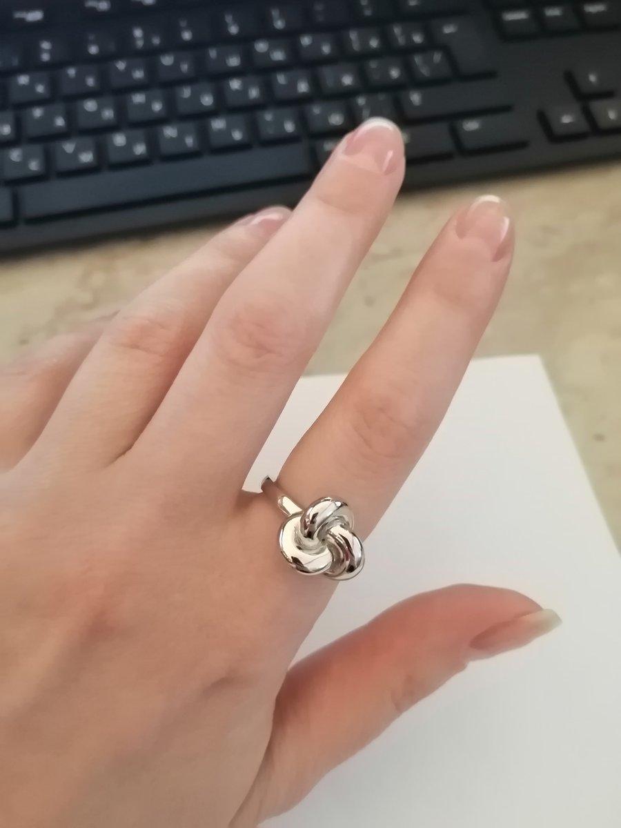 """Назвала кольцо """"Узел счастья""""."""