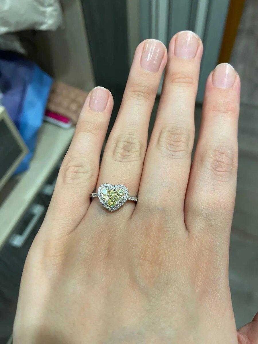 Красивое кольцо, по очень приятной цене!