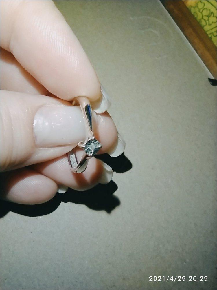 Нежное серебряное колечко с бриллиантиком