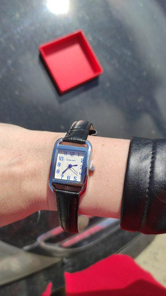 Хорошие часы,интересный дизайн