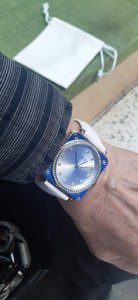 Большие часы с кожаным ремнём