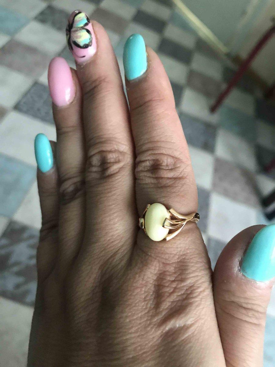 Симпатичное кольцо с натуральным янтарем