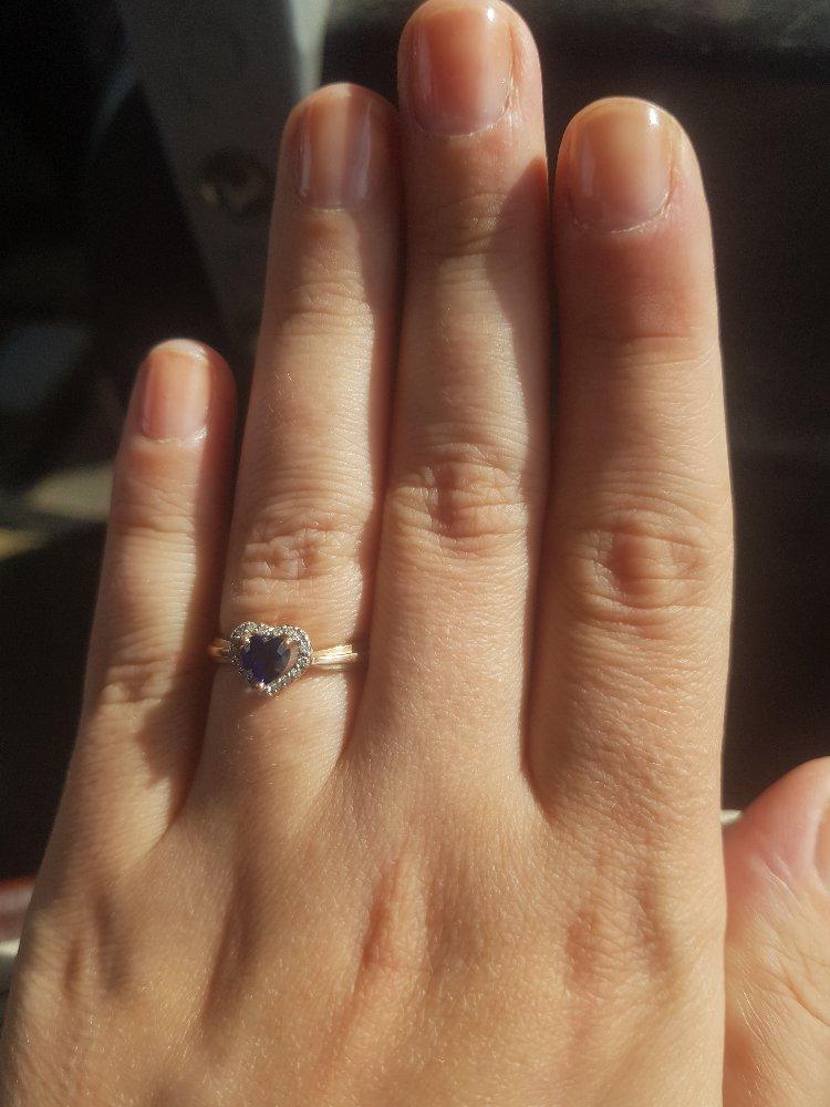 Золотое кольцо с сапфиром.