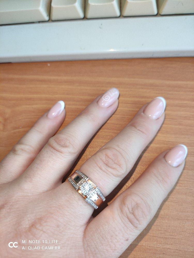 Красивое шикарное кольцо