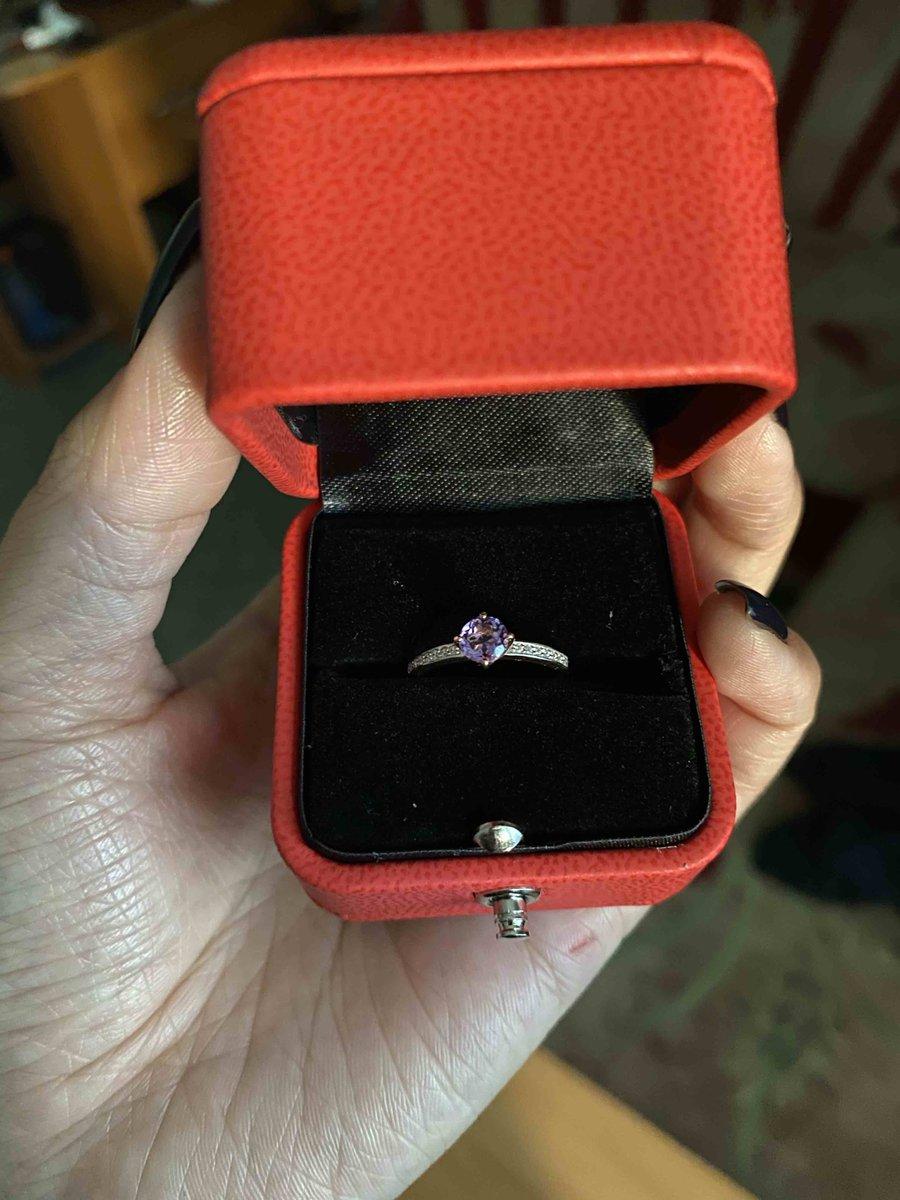 Очень красивое кольцо, смотрится очень нежно