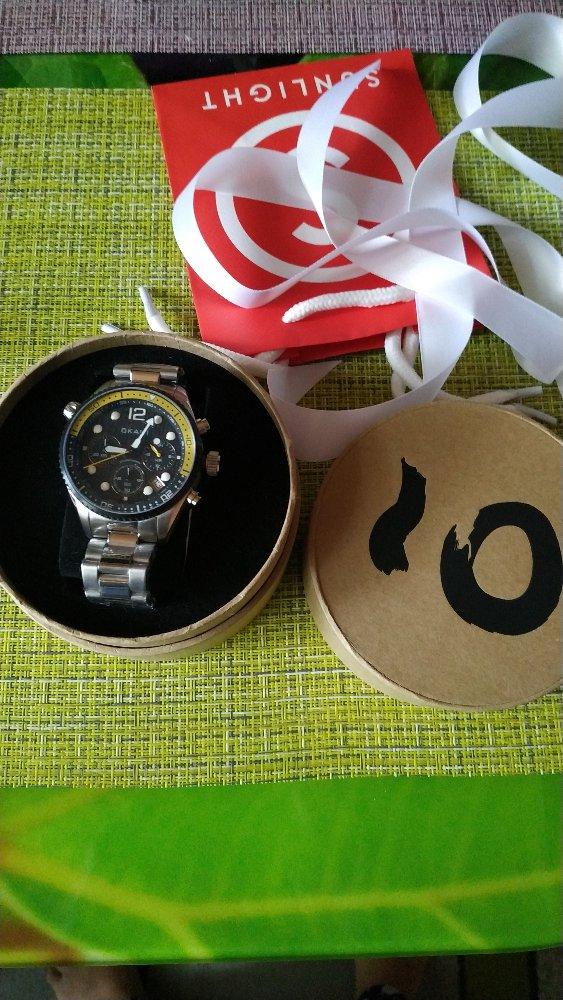 Стальные часы с хронографом.