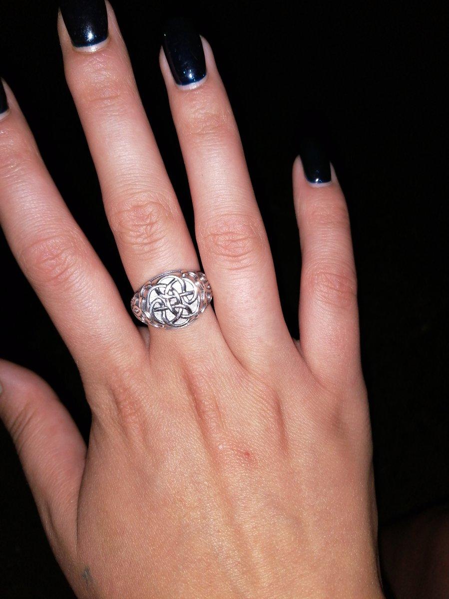 Понравился стиль кольца.