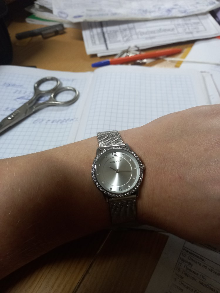 Часы наручные, красивые.