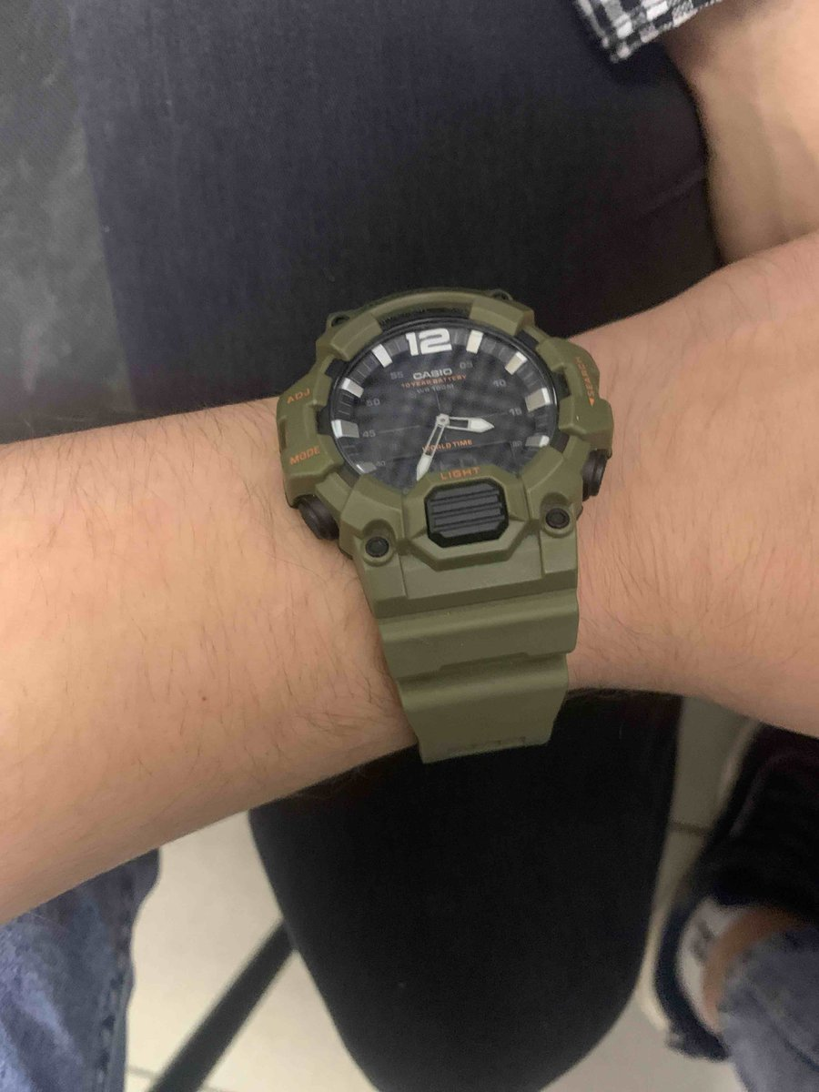 Дарила молодому человеку. часы отличные.