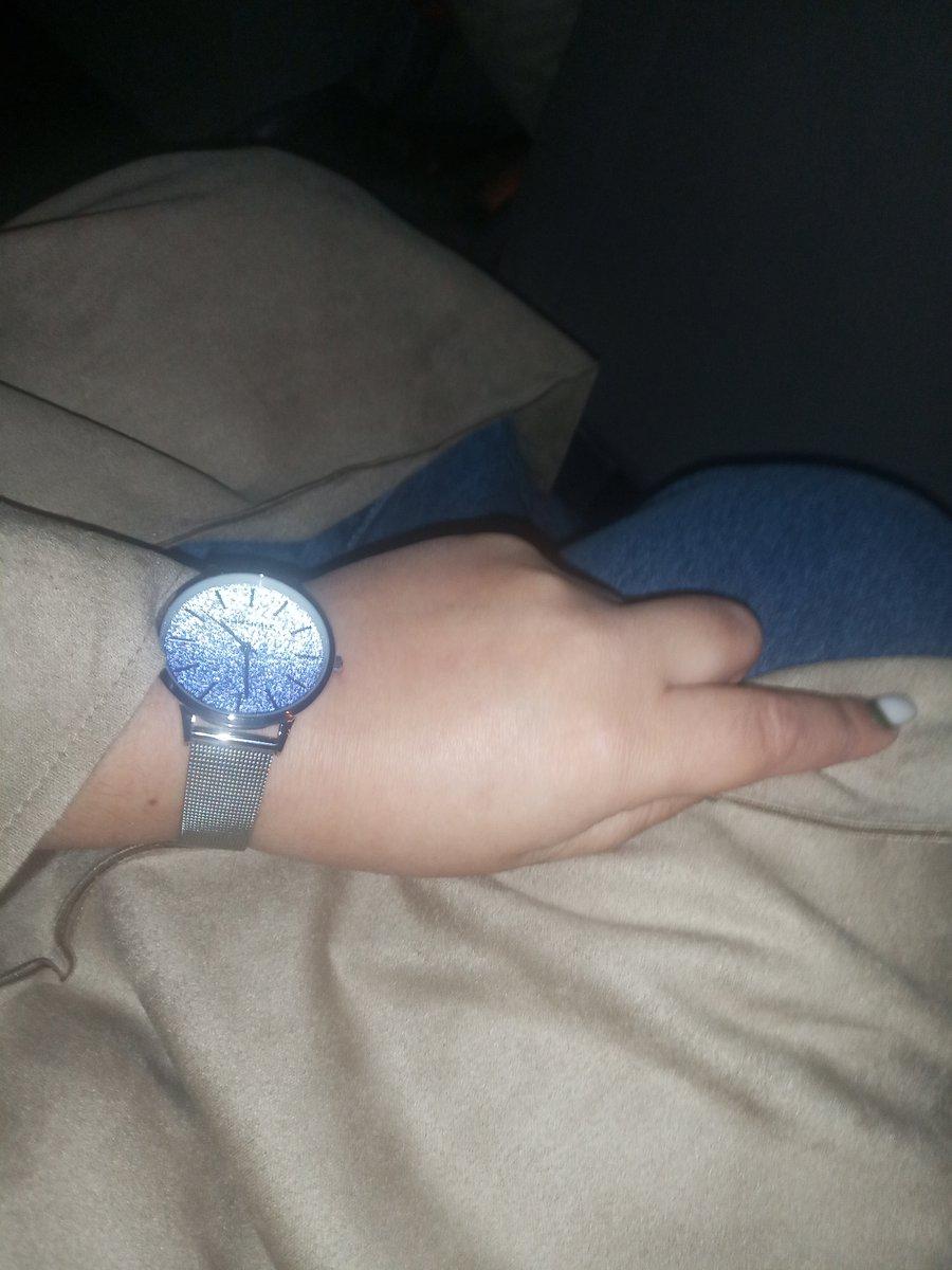 Часы выглядят стильно