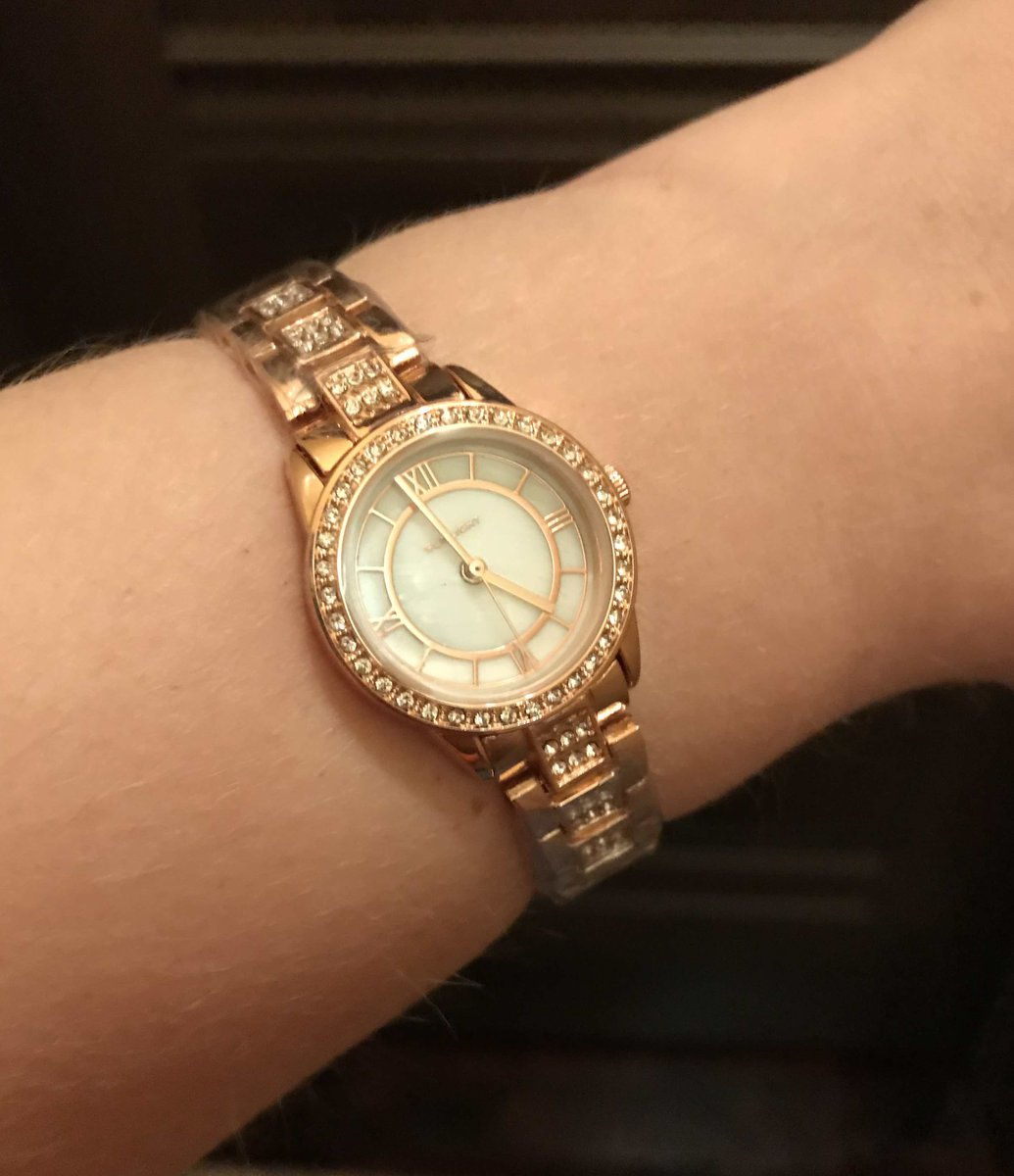 Женские ручные часы - подарок