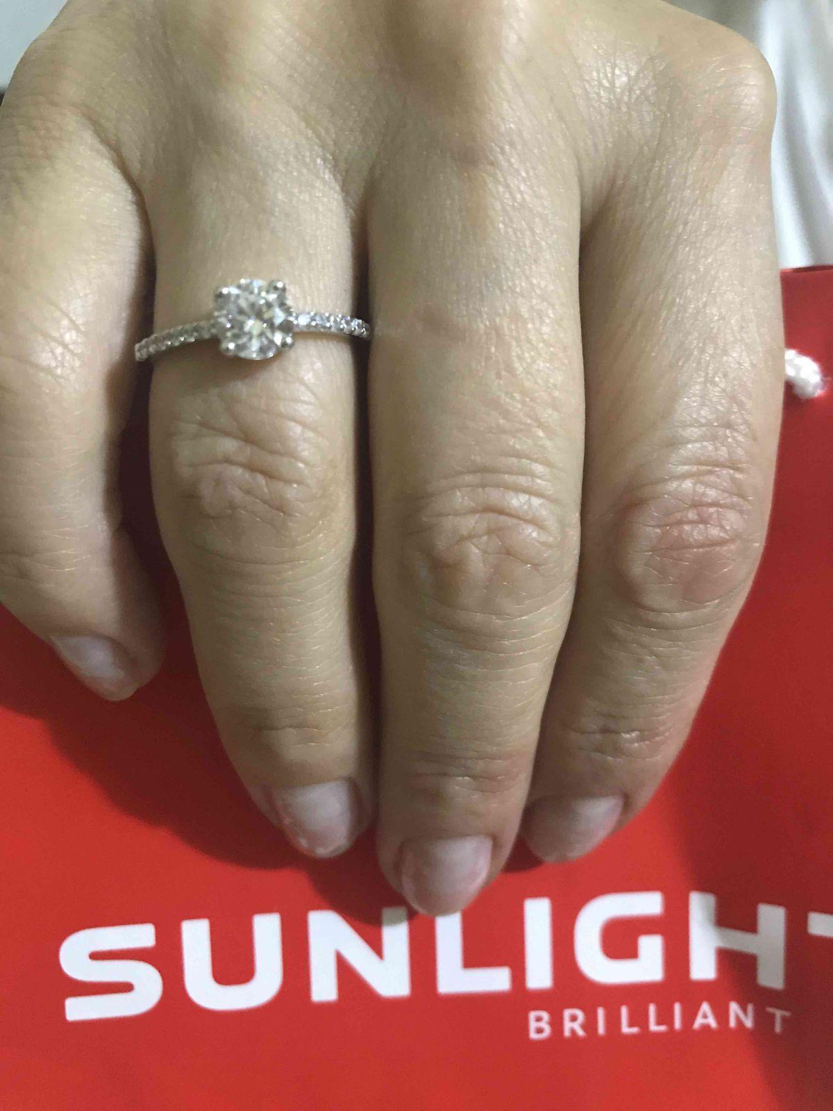 Серебряное блестящее кольцо с качественными фианитами