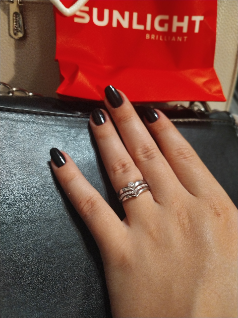 Оригинальное серебряное украшение(кольцо) с линией фианитов по низкой цене