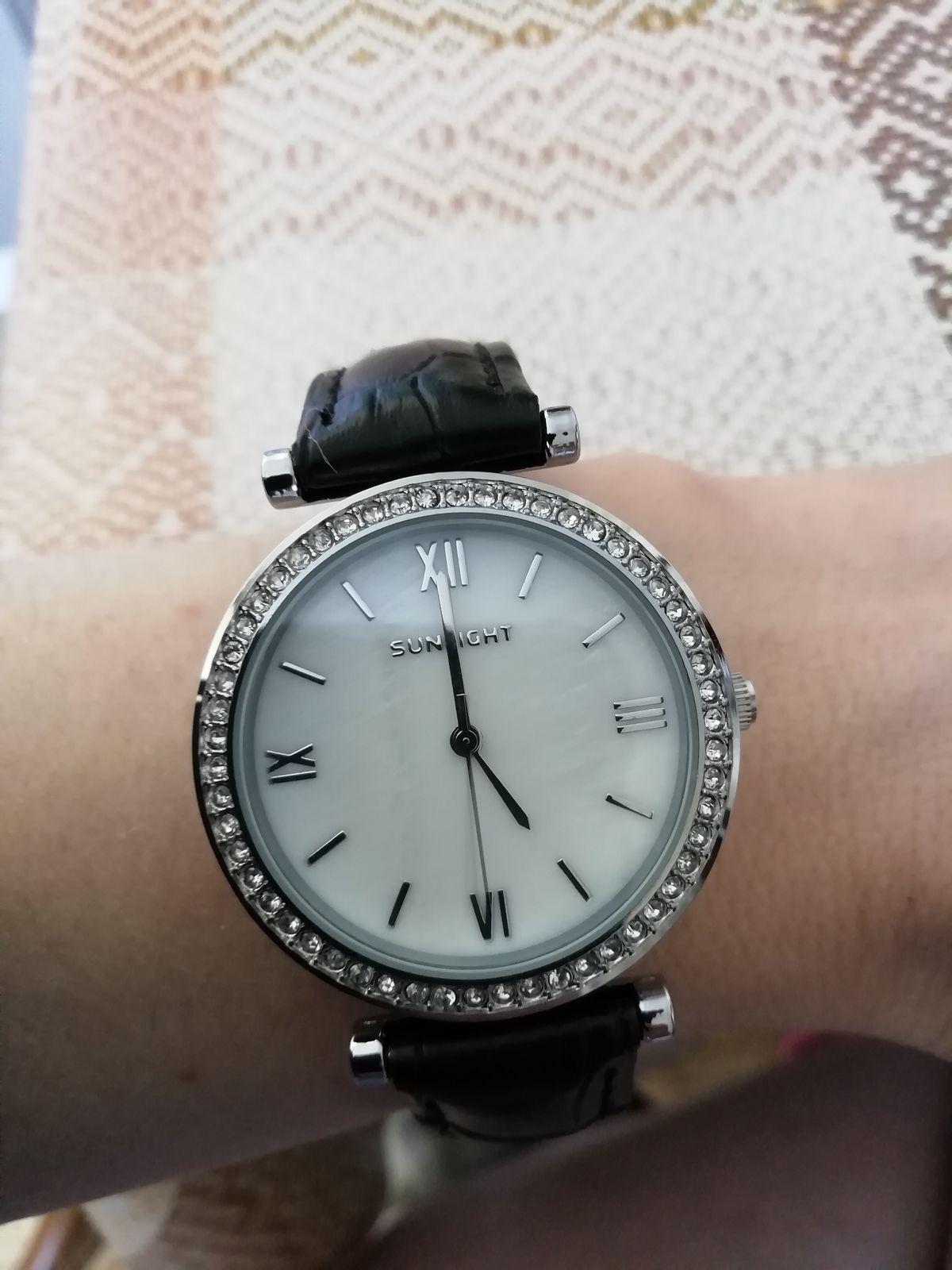 Сегодня купила очень симпатичные, аккуратные часы по акции, я довольна