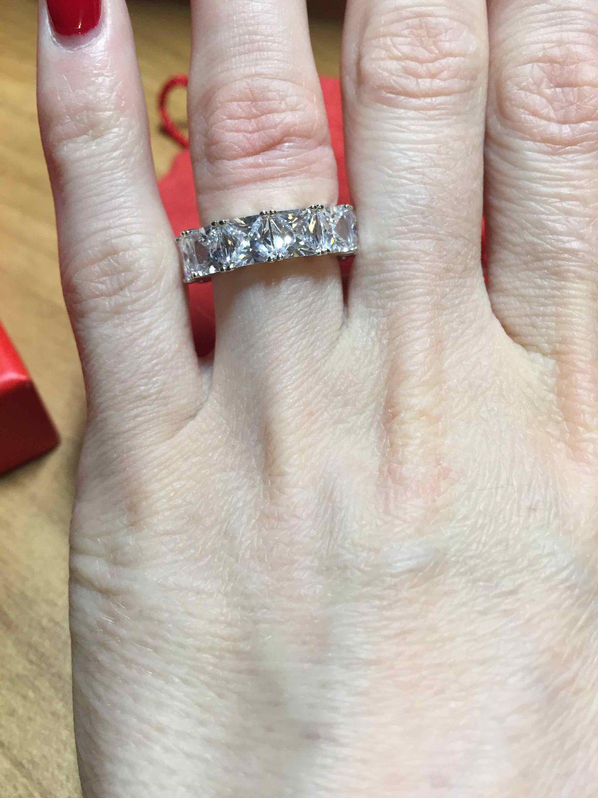 Замечательное серебряное кольцо с фианитами