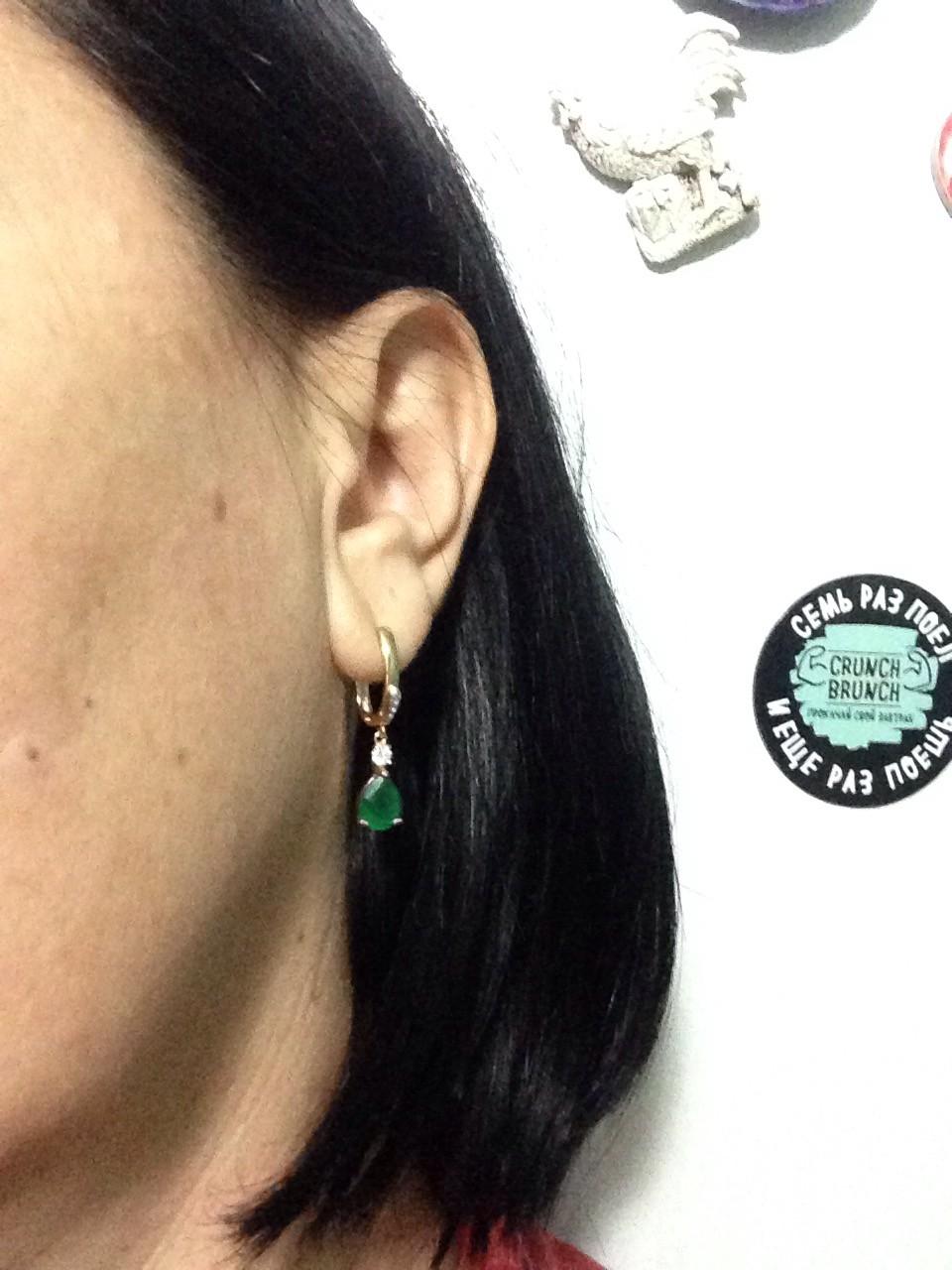 Чудесные серьги! зеленый живой камушек и на ушке невесомые как перышко!