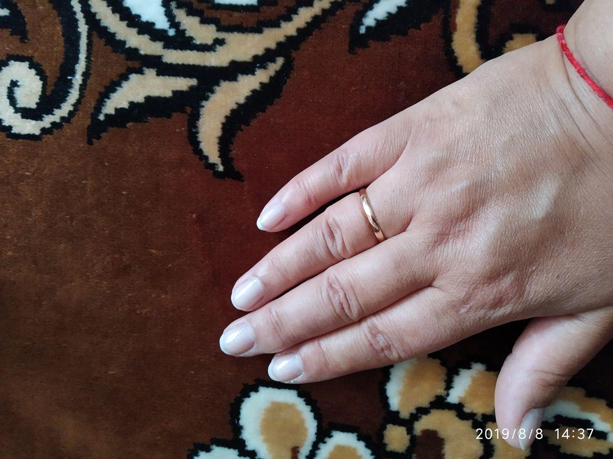 Кольцо обручальное, золотое.