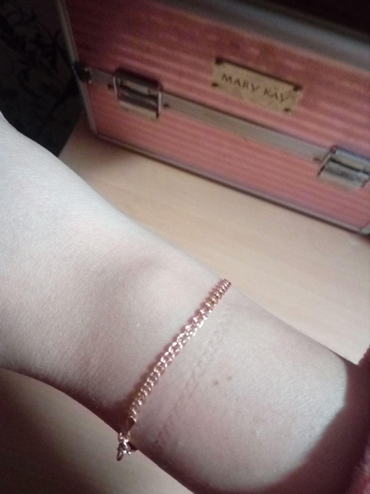 Симпатичный и очень нежный браслет