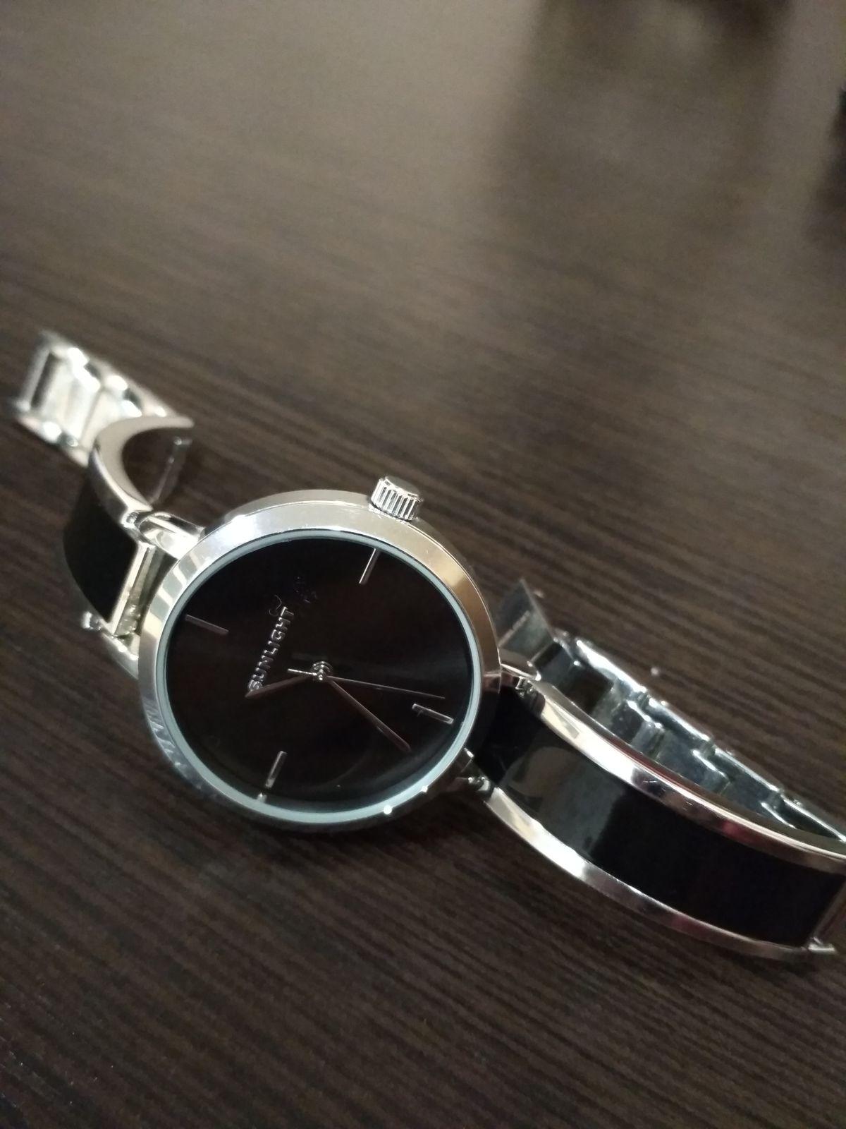 Часы с черной глазурью