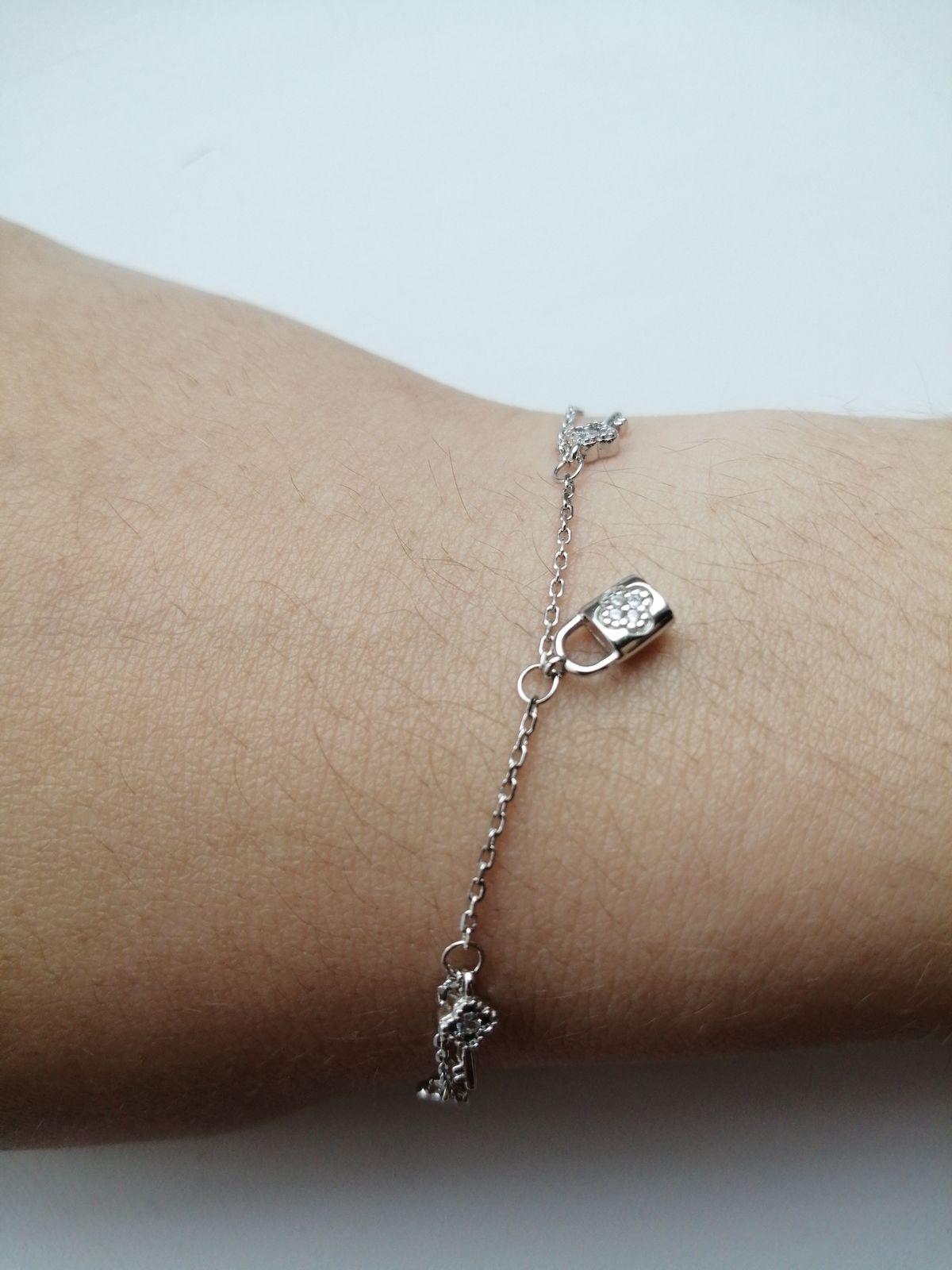 Это первое приобретение у данной фирмы, браслет очень порадовал мою дочь!!!!