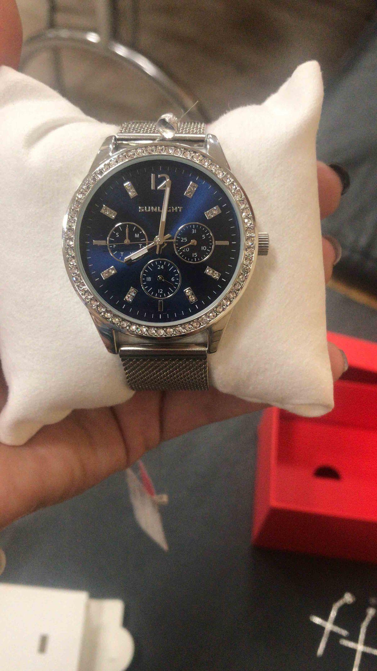 Купила часы со скидкой,и не пожалела😍