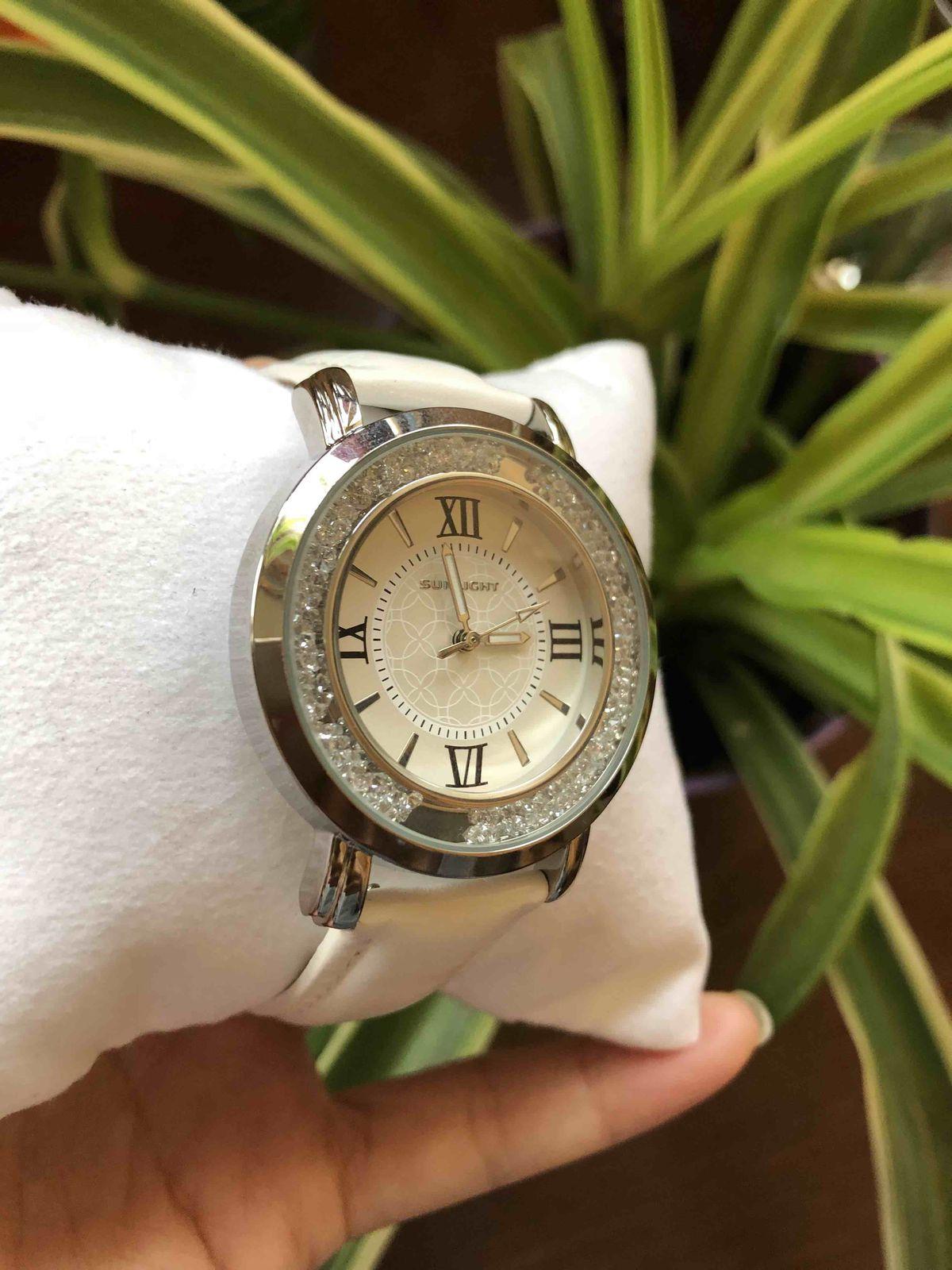 Красивые симпатичные современные часы
