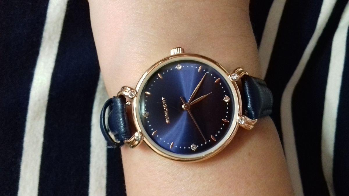 Стильные часы на изящную руку