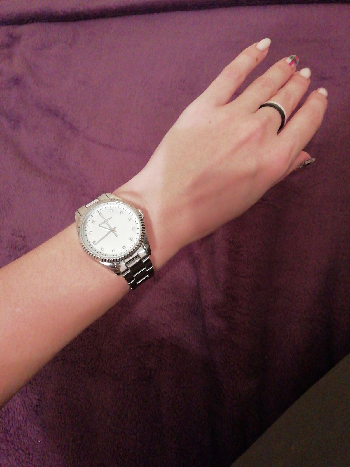 Яркие часы, много комплиментов)