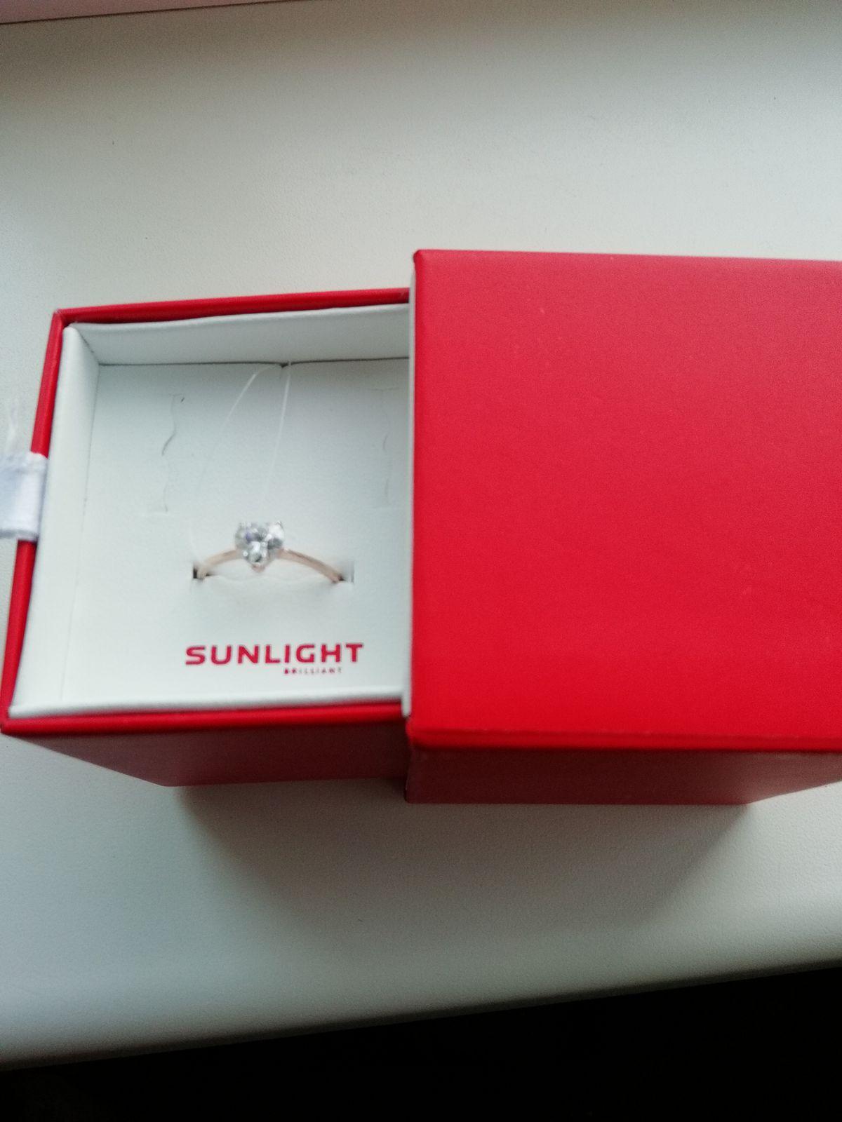 Покупал кольцо для девушке в подарок на день рождения.