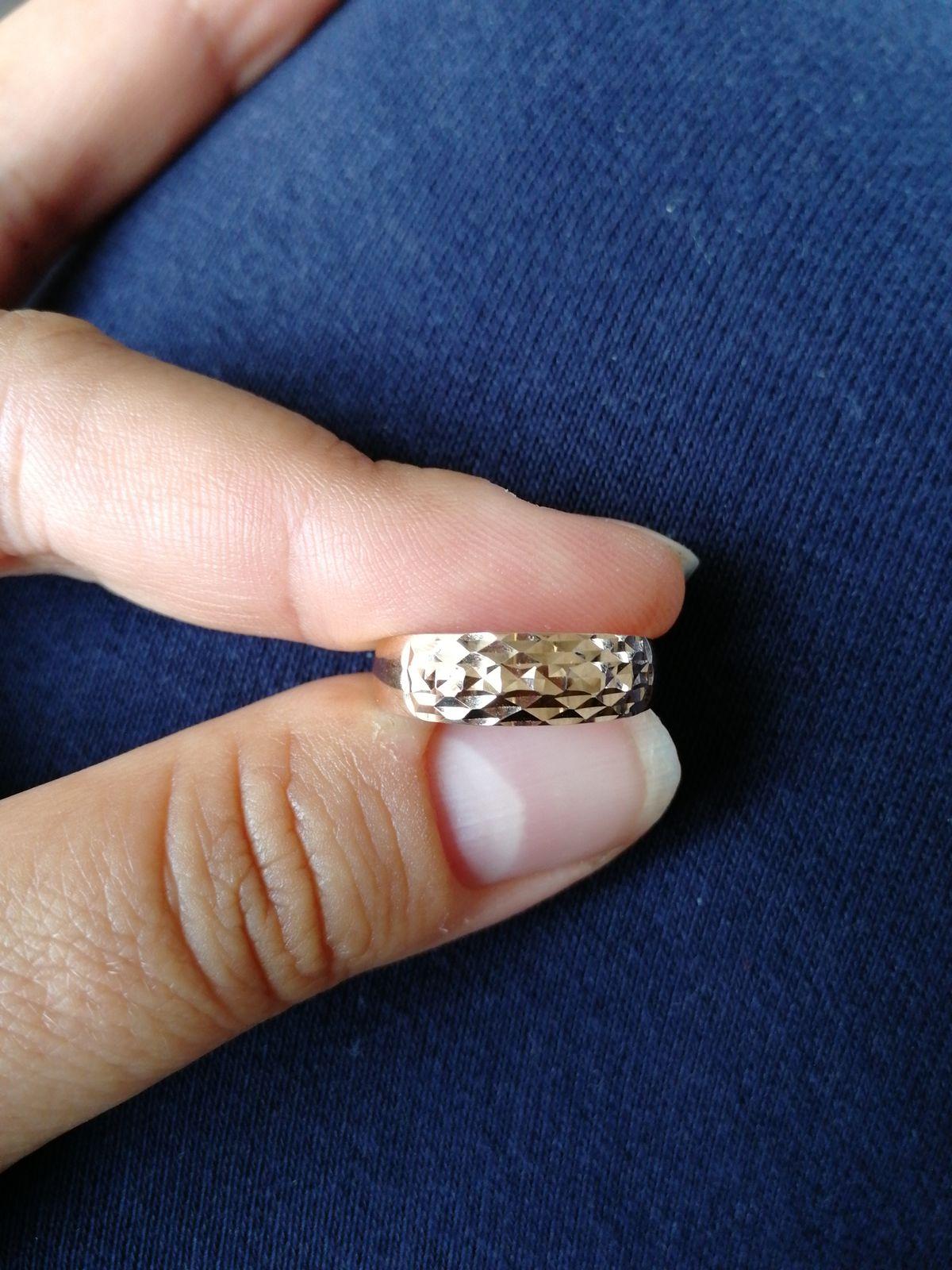 Кольцо, колечко.
