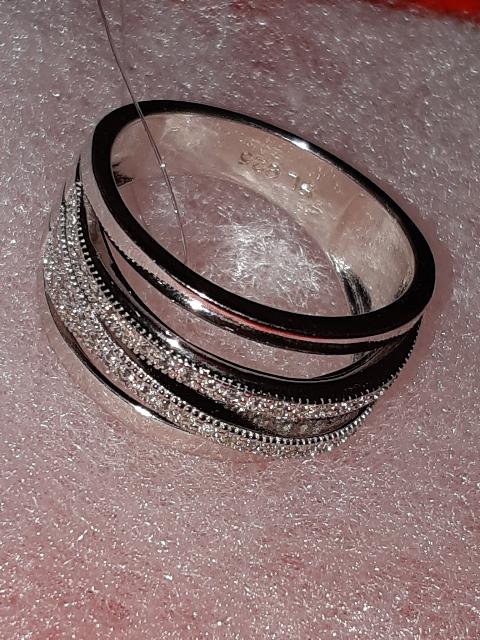 Элегантное кольцо из серебра