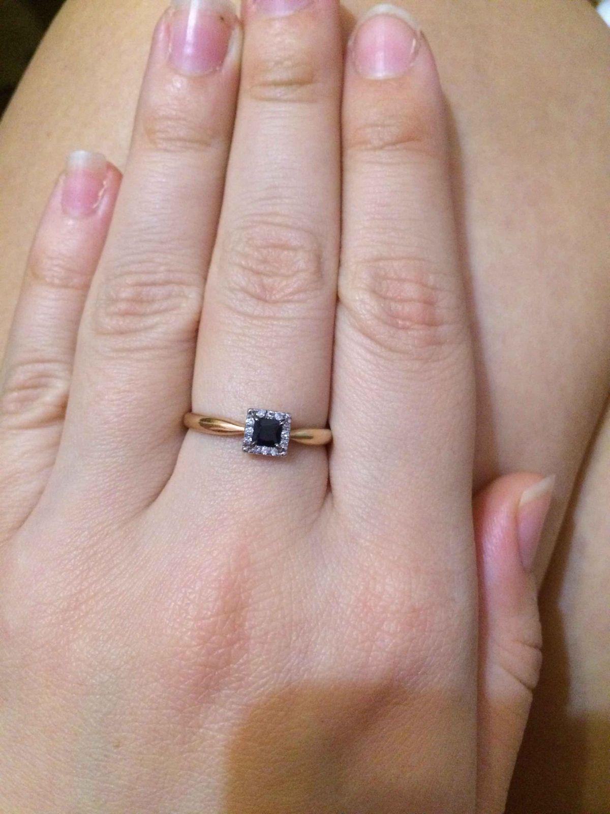 Очень красивое колечко с сапфиром и бриллиантами