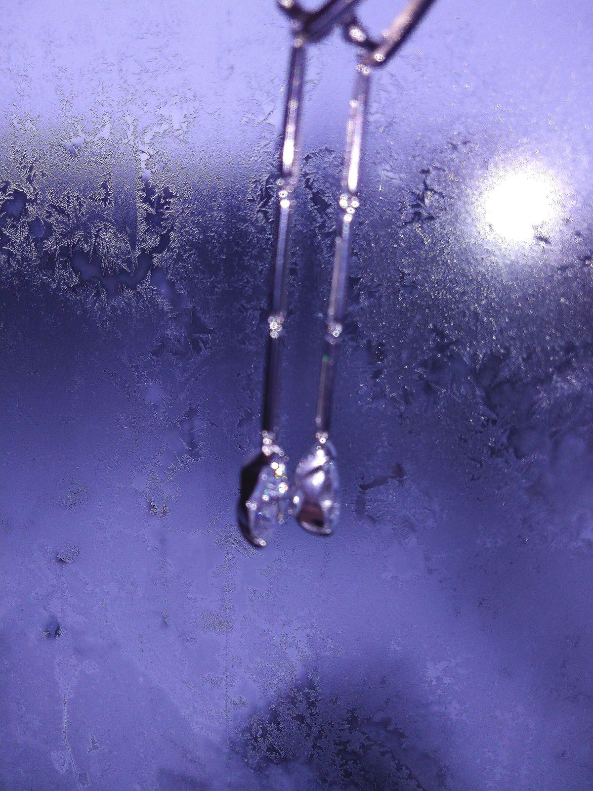 Серебряные серьги с фианитом.