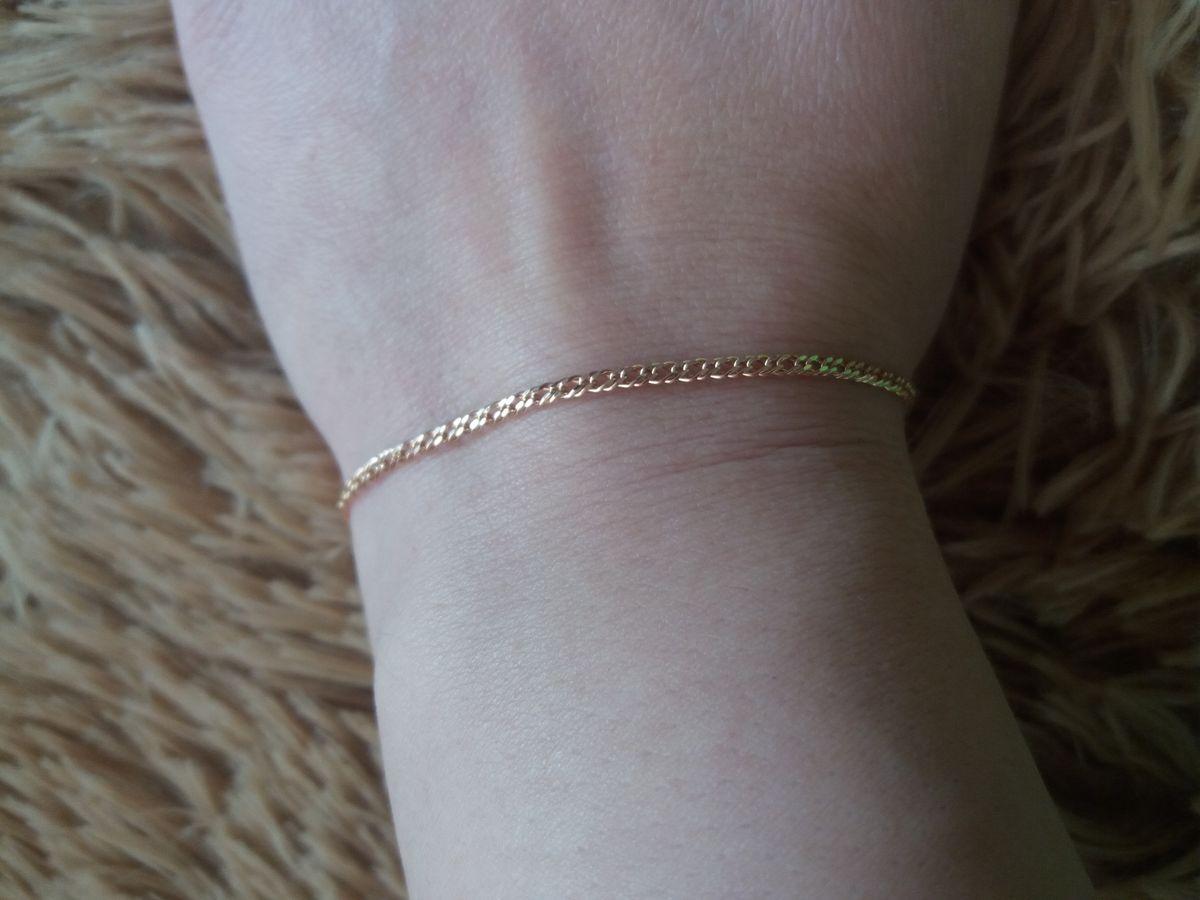 Замечательный золотой браслет.