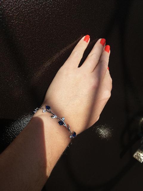 Купила браслет очень красивый , богато смотриться не смотря на то что сереб