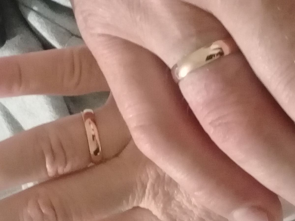 Два обручальных кольца . Классика.