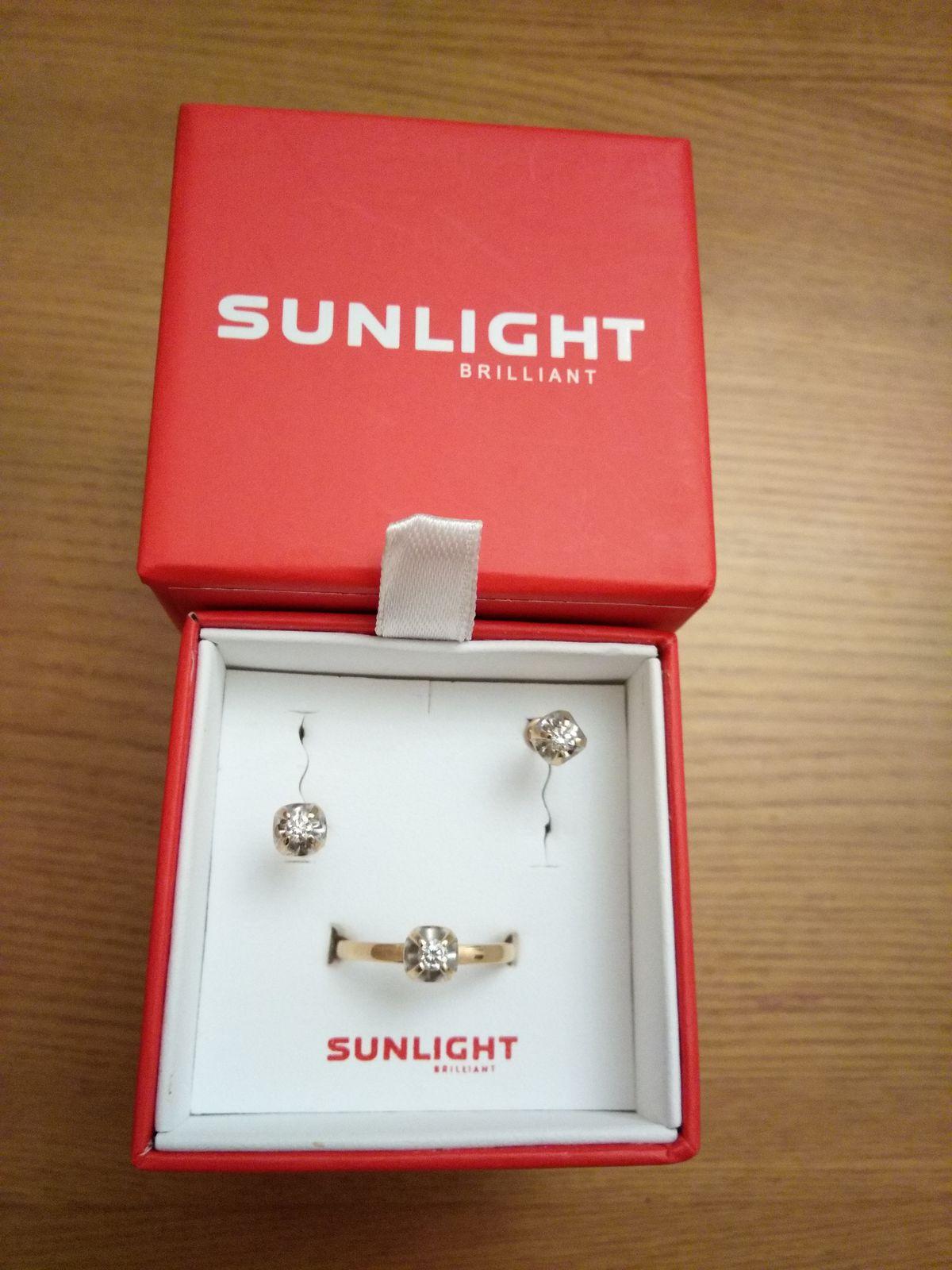 Комплект золотых серёжек и кольца с бриллиантами