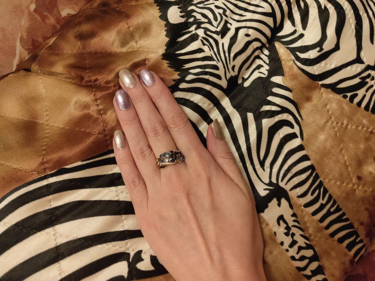 Очень оригинальное кольцо, хотя несколько массивное