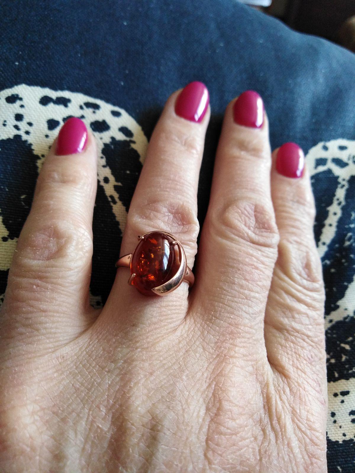 Кольцо с янтарем серебряное.