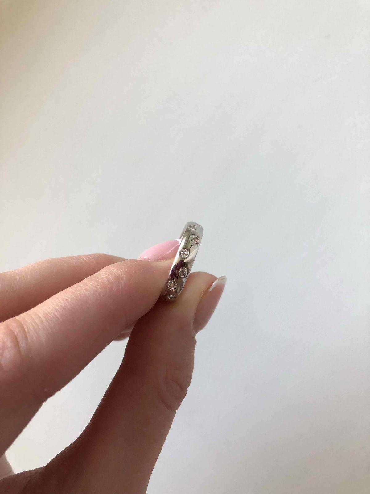 Серебяное кольцо с фианитами