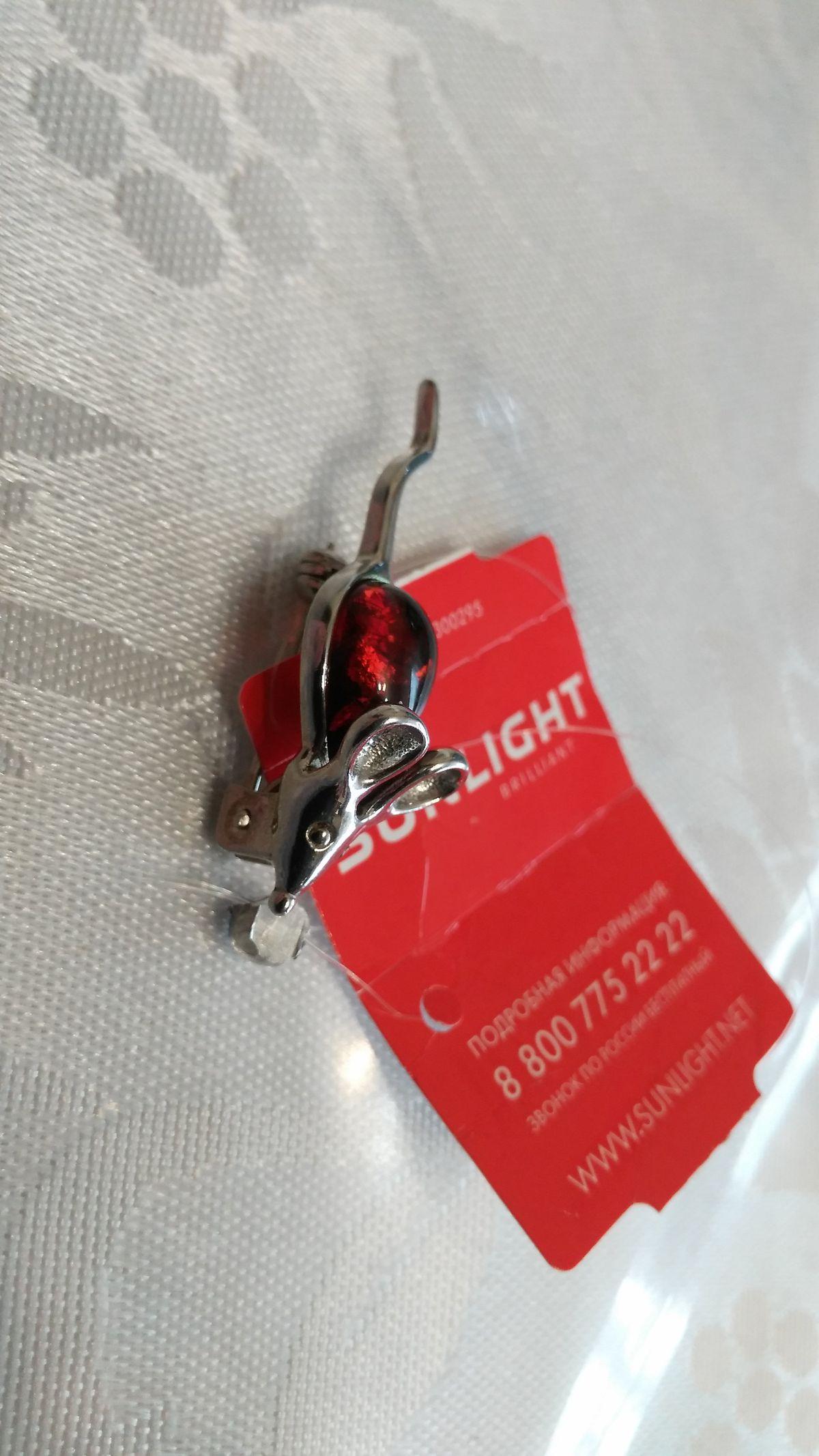 Серебряная брошь мышка с янтарем