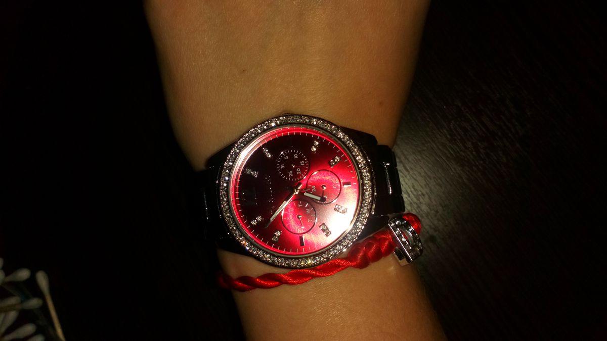 Часы с красным