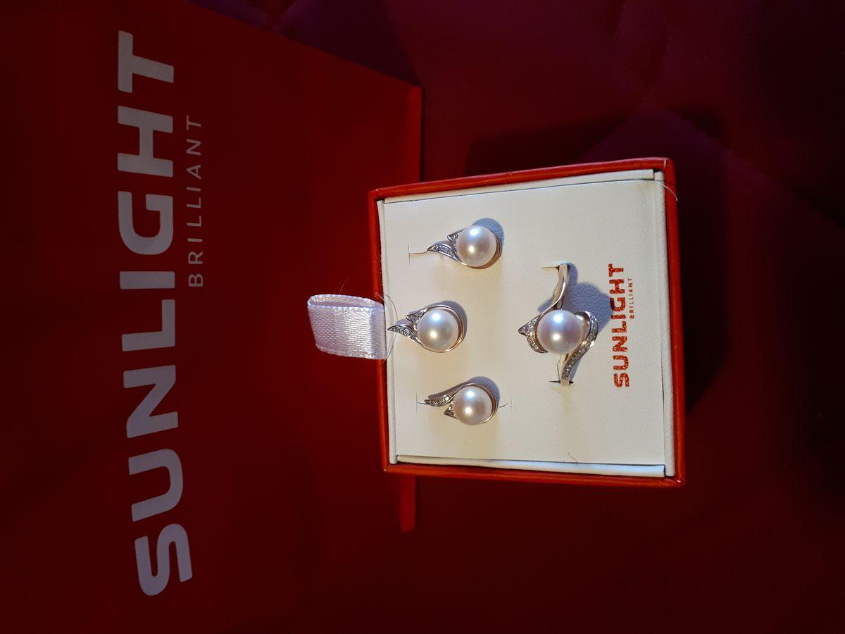 Золотые серьги с жемчугом и бриллиантами