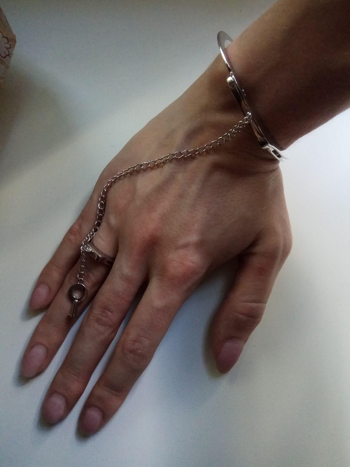 Отличный браслет для смелых девушек!