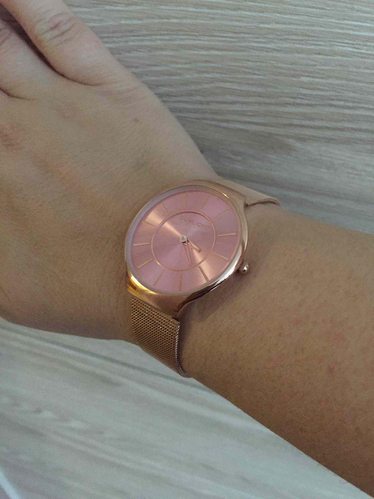 Элегантные и женственные часы «золотого» цвета