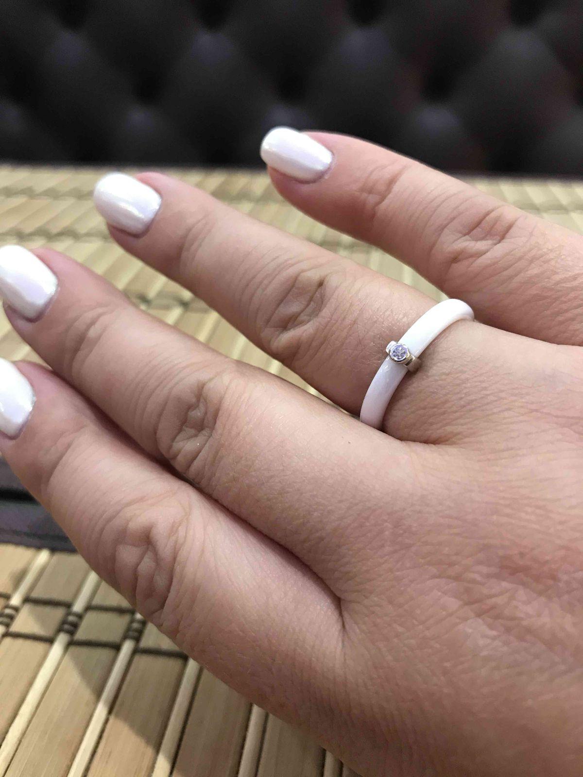 Керамическое кольцо с серебном прекрасного белого цвета . камень супер