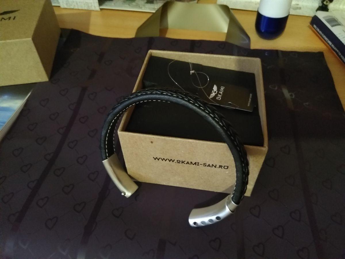 Очень красивый браслет со стальной вставкой выполненный из натуральной кожи