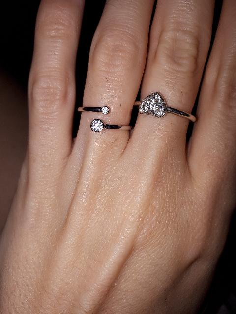 Милое кольцо с 2 фианитами