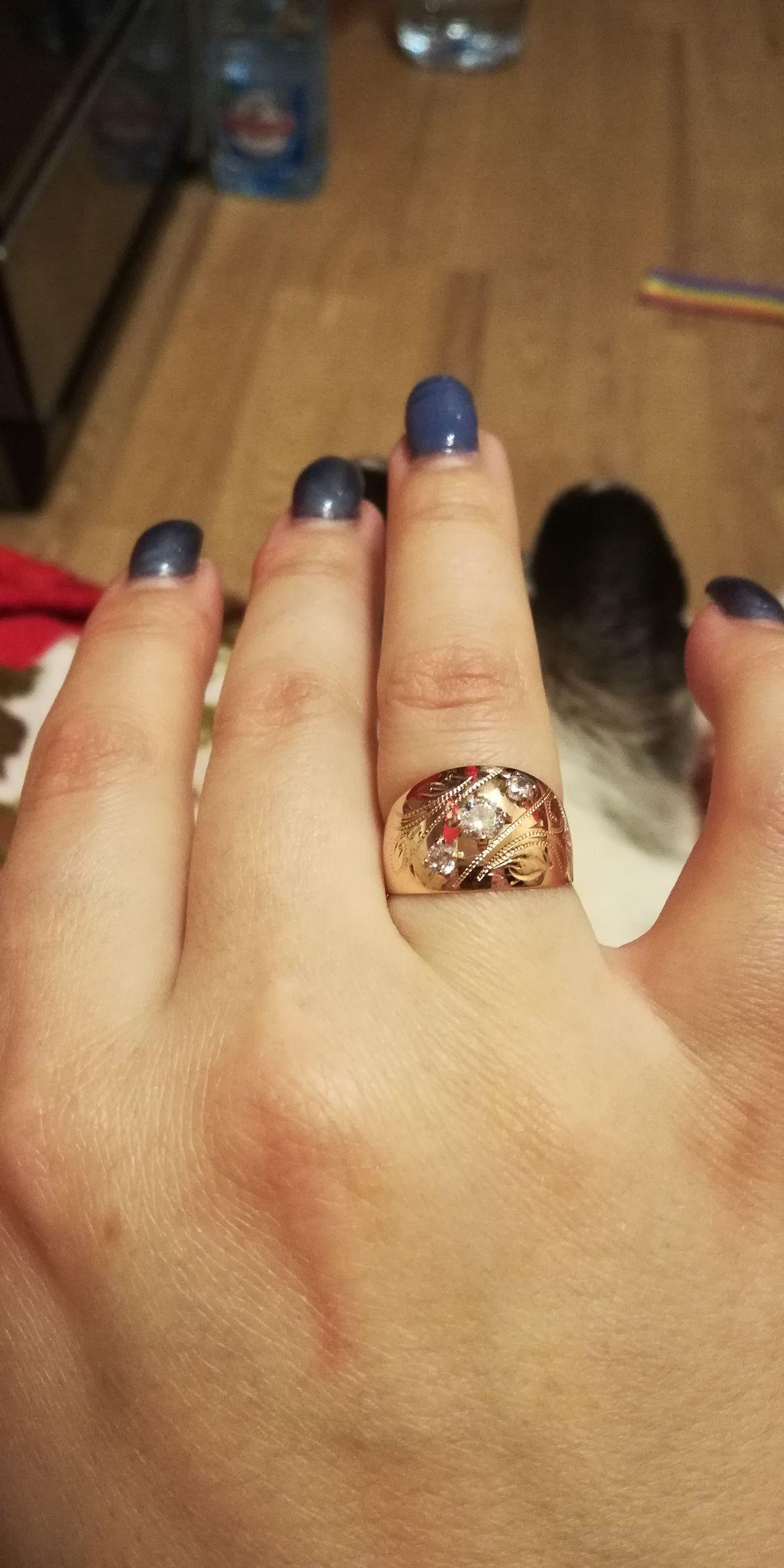 Золотое кольцо с 3мя фианитами