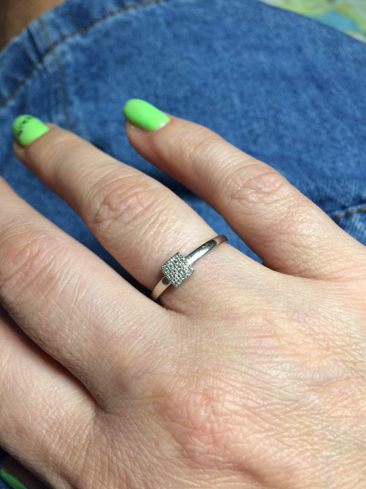 Кольцо с брильянтиками